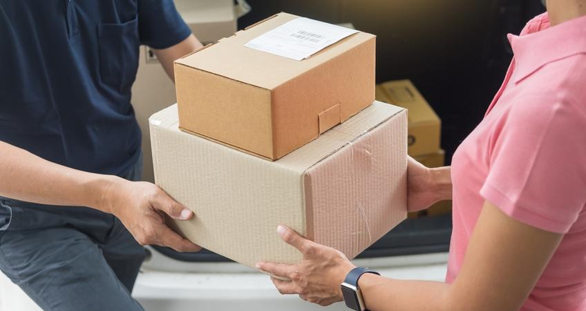 Paketversand und Zustellung